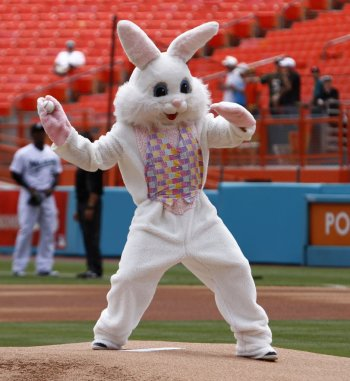 easter-bunny-throws-first-pitchjpg-8e544f5a8eab5b28
